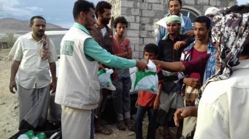 سلمان للإغاثة يوزع سلال غذائية ووجبات إفطار جاهزة في عدد من المحافظات