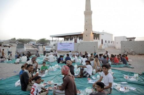 خلال الثلث الأول.. الإمارات توزع 80 ألف وجبة إفطار صائم  (صور)