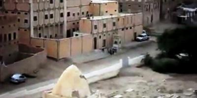 آثار تعذيب ولسان مقطوع.. العثور على جثة مجهولة بمنطقة تاربة شرق سيئون