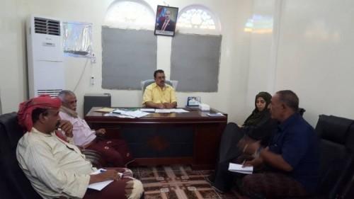 اجتماع بلحج لمناقشة الأعمال الإغاثية في المحافظة