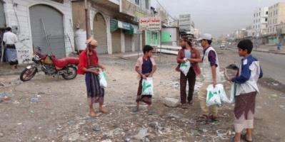 توزيع وجبات للصائمين من السعودية بالضالع وقعطبة