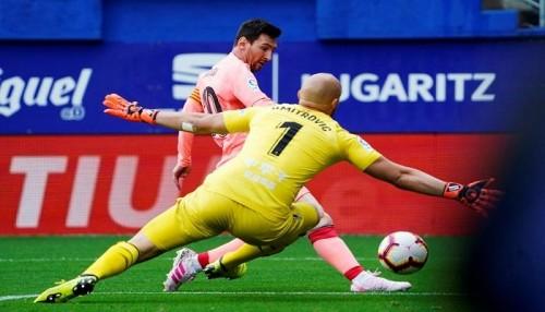 ميسي يتألق في تعادل برشلونة مع إيبار بختام الليجا