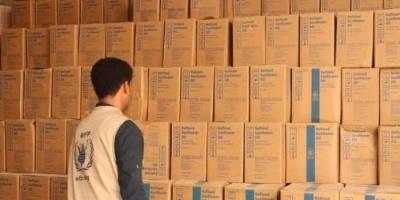 أمن الشحر يضبط مساعدات تابعة لمنظمة الغذاء العالمي خلال بيعها بالأسواق