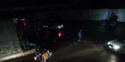 هطول أمطار غزيرة على مديريات العاصمة عدن