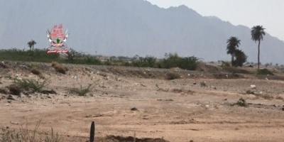 قصف حوثي مكثف على مواقع العمالقة في حيس بالحديدة