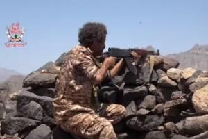 هجوم عنيف على المليشيات الحوثية في جبهة تورصة بالأزارق (فيديو)
