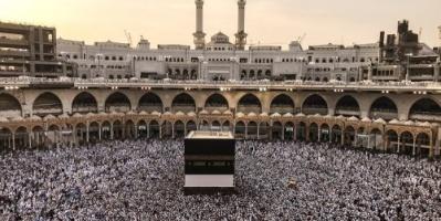 شاهد هطول الأمطار على الحرم المكي لأول مرة في رمضان