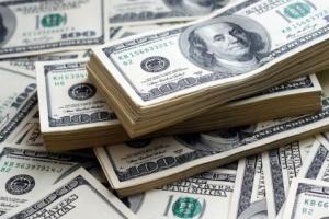 الدولار يشهد ارتفاعًا في ظل إقبال المستثمرين على الشراء