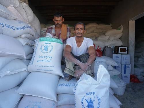 برنامج الأغذية العالمي يعرب عن أمله في تجنب تعليق مساعداته في اليمن