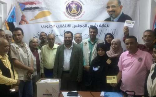 لجنة الإغاثة بالانتقالي تدشن توزيع السلال الرمضانية بالعاصمة عدن