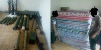 الحزام الأمني يضبط أسلحة وذخائر مهربة في المدخل الغربي لعدن (صور)