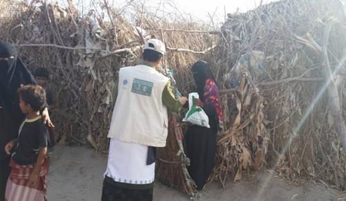 بدعم سعودي.. توزيع وجبات جاهزة للصائمين بالضالع(صورة)