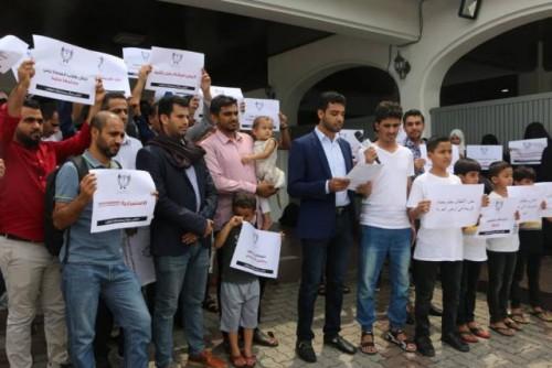 للمطالبة بمستحقاتهم المالية.. وقفة احتجاجية لطلاب الجالية اليمنية بماليزيا