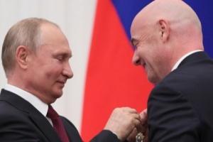 إنفانتينو يشكر روسيا ويحصل على وسام الصداقة من بوتين