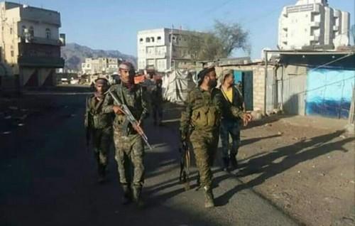 القوات الجنوبية تستمر في تمشيط آخر معاقل الحوثي بقعطبة