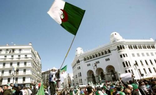 قوات الأمن الجزائرية تطوق محيط ساحة البريد أمنيا قبيل انطلاق الاحتجاجات