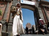 قيادي حوثي يتسلم خمسة ملايين شهرياً باسم مكافحة الكوليرا (تفاصيل حصرية)
