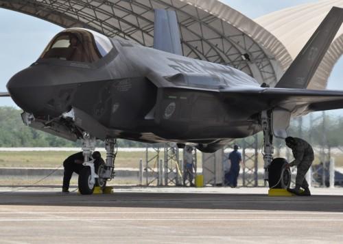 أمريكا تعزز قاعدتها العسكرية في إيطاليا بسرب طائرات F-35A