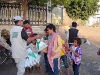 سلمان للإغاثة يوزع 1,326 وجبة إفطار على نازحي صنعاء وأرحب و مخيم الميل