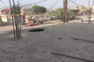 إصابة امرأة في قصف حوثي على منازل المواطنين في حيس