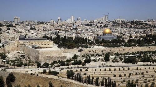 الاحتلال يعتدي على عشرات الشبان بالقدس ويعتقل شابين