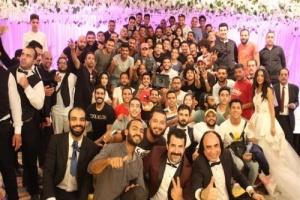 """بصورة جماعية.. هكذا احتفل مصطفى خاطر بانتهاء تصوير """"طلقة حظ"""""""