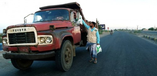 بالصور.. سلمان للإغاثة يواصل توزيع وجبات الإفطار في حضرموت ولحج
