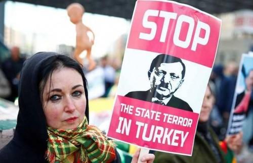 جنون الاستبداد.. هكذا يعتقل أردوغان قراء الصحف المعارضة