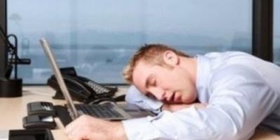 دراسة بريطانية حديثة: اضطراب النوم يقود الموظفين إلى انحرافات سلوكية