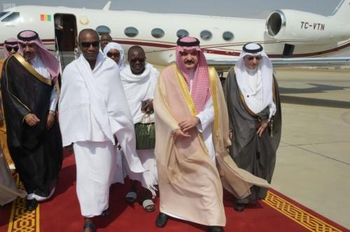 رئيس جمهورية غينيا يصل إلى جدة للمشاركة في القمة الإسلامية