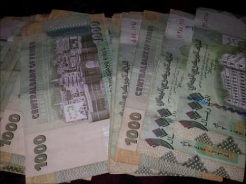 مليشيا الحوثي تشكل لجان ميدانية لسرقة الطبعات الجديدة من العملة اليمنية