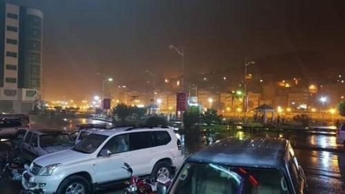 سقوط أمطار رعدية غزيرة على المكلا ومدن ساحل حضرموت