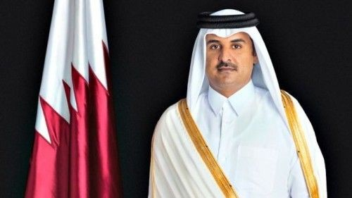 عنصرية تميم.. قانون قطري يحظر سكن الموظفين والأجانب بأحياء العائلات (فيديو)