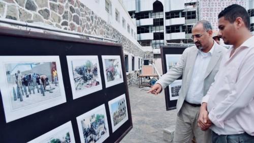 الزُبيدي يفتتح معرض صور يوثق جرائم المليشيات الحوثية والإخوان في الجنوب (صور)