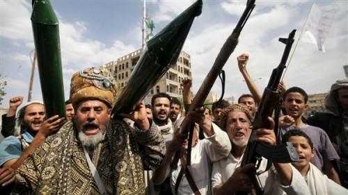 قيادي حوثي يعترف : لم نعد نستطيع السيطرة على المشرفين