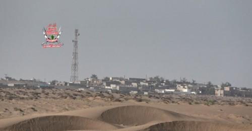 قصف حوثي مكثف على مواقع العمالقة في الدريهمي بالحديدة