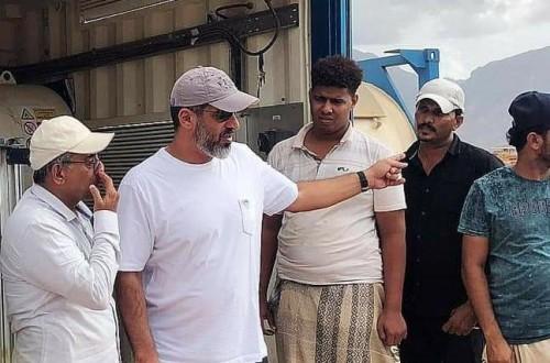 """مندوب """"خليفة الإنسانية"""" يتفقد محطة تعبئة الغاز بسقطرى ويعد بمفاجأة تسر الأهالي"""