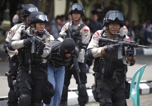 متشدد يفشل في تفجير نفسه بالقرب من مركز شرطة بإندونيسيا