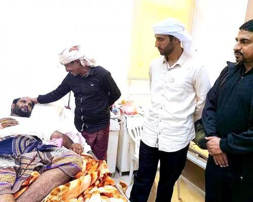 """مندوبو """"خليفة الإنسانية"""" يرسمون البسمة على شفاه المرضى بسقطرى في أول أيام العيد"""