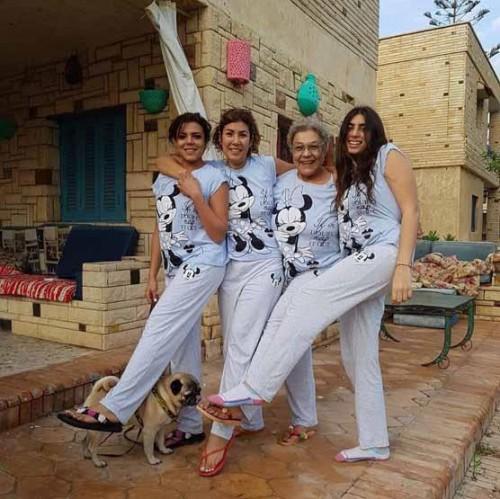 ناهد السباعي تحتفل بعيد الفطر بصحبة والدتها وأصدقائها (صور)