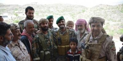 قائد التحالف وقيادات عسكرية يزورون منزلي الشهيدين الشوبجي وسكرة