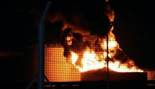 اندلاع حريق في منشأة لتخزين النفط بإيران