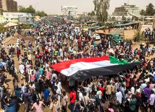 ارتفاع حصيلة ضحايا فض اعتصام وزارة الدفاع بالسودان إلى 101 قتيل