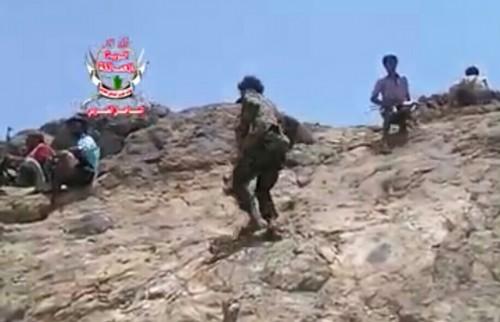 القوات الجنوبية تطهر مواقع استراتيجية من المليشيات في تورصة بالأزارق (فيديو)
