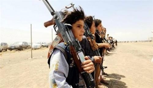 """"""" أيتامٌ """" في جبهات الحوثي.. مقاتلون تحت وطأة التهديد"""