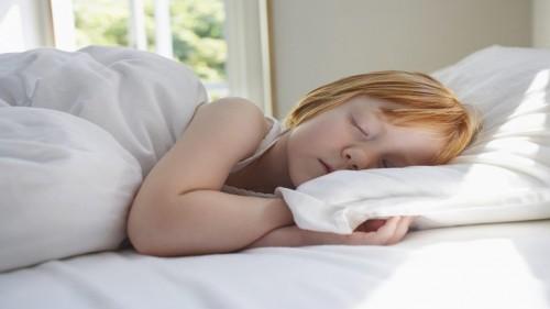 دراسة حديثة: نوم الأطفال نهارا يؤثر إيجابيا في ذكائهم