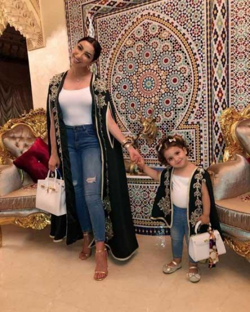 بالصور.. دنيا بطمة بالزي المغربي في جلسة تصوير جديدة صحبة ابنتها