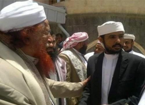 كان في اعتصام رابعة.. غالب يفضح مستشار الرئيس هادي (صور)