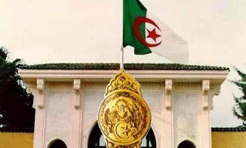 إقالة 3 مسؤولين بالرئاسة الجزائرية