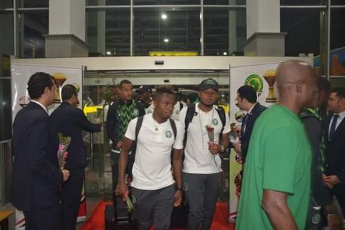 وصول منتخبي نيجيريا وزيمبابوي إلى مطار القاهرة للمشاركة في أمم أفريقيا